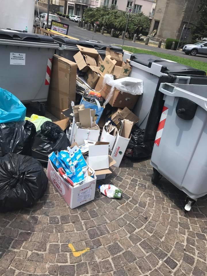 """""""Slow"""" food, """"hard"""" mondezza; tanti annunci  e poi le solite fiere di quart'ordine e la parata dei rifiuti ingombranti"""