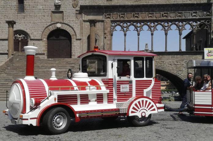 Ciuff Ciuff, venite tutti, passa per la città il trenino di Michelini: vedrete ci sarà presto un trenino veloce veloce anche per Roma: con il nostro sindaco i sogni diventano realtà