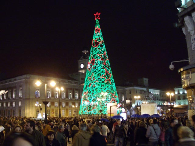 """Povera Viterbo , a settembre già in letargo: pensiamo ad un Natale diverso, con un grande albero """"colorato"""", belle insegne e luci calde per la città: tutto si può fare, basta volerlo"""