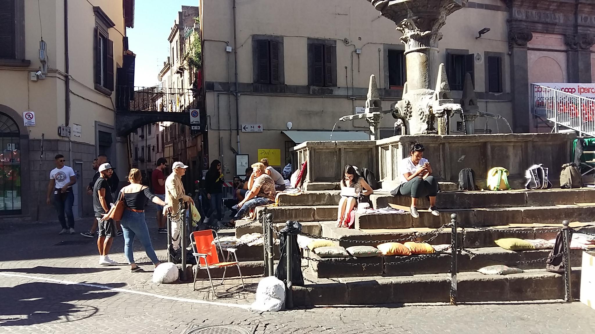 Santa Rosa: mostriamo le bellezze cittadine ai turisti, non occupiamo le fontane, lo vieta anche una apposita ordinanza