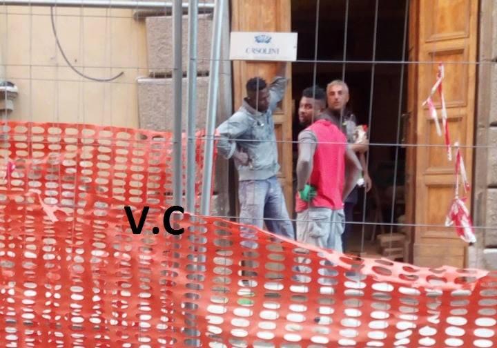 """Manodopera del centro di accoglienza immigrazione per il Teatro Caffeina? Viterbo Civica """"chiede lumi"""" e scoppia la polemica su facebook"""