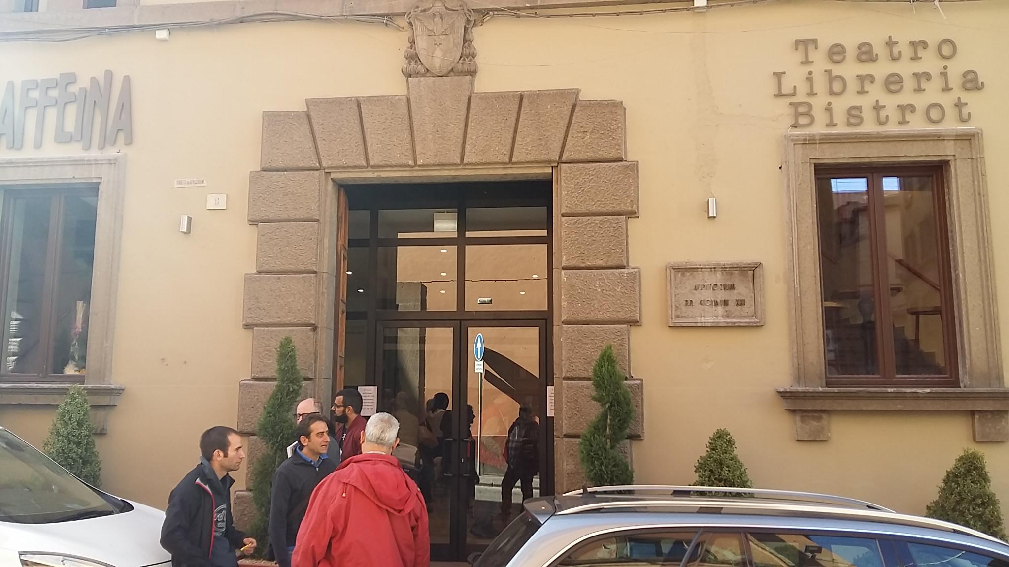Il Teatro Caffeina inaugura e richiude lo stesso giorno: mancano le autorizzazioni, ma la Fondazione lascia intendere un complotto che non c'è