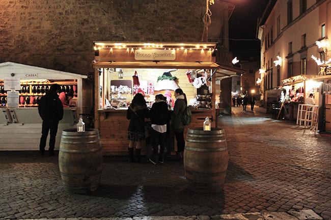 """Christmas Village: molti mal di pancia a Palazzo dei Priori per l'uso """"troppo privato"""" della cosa pubblica; il prossimo anno bando di concorso pubblico per il Natale?"""