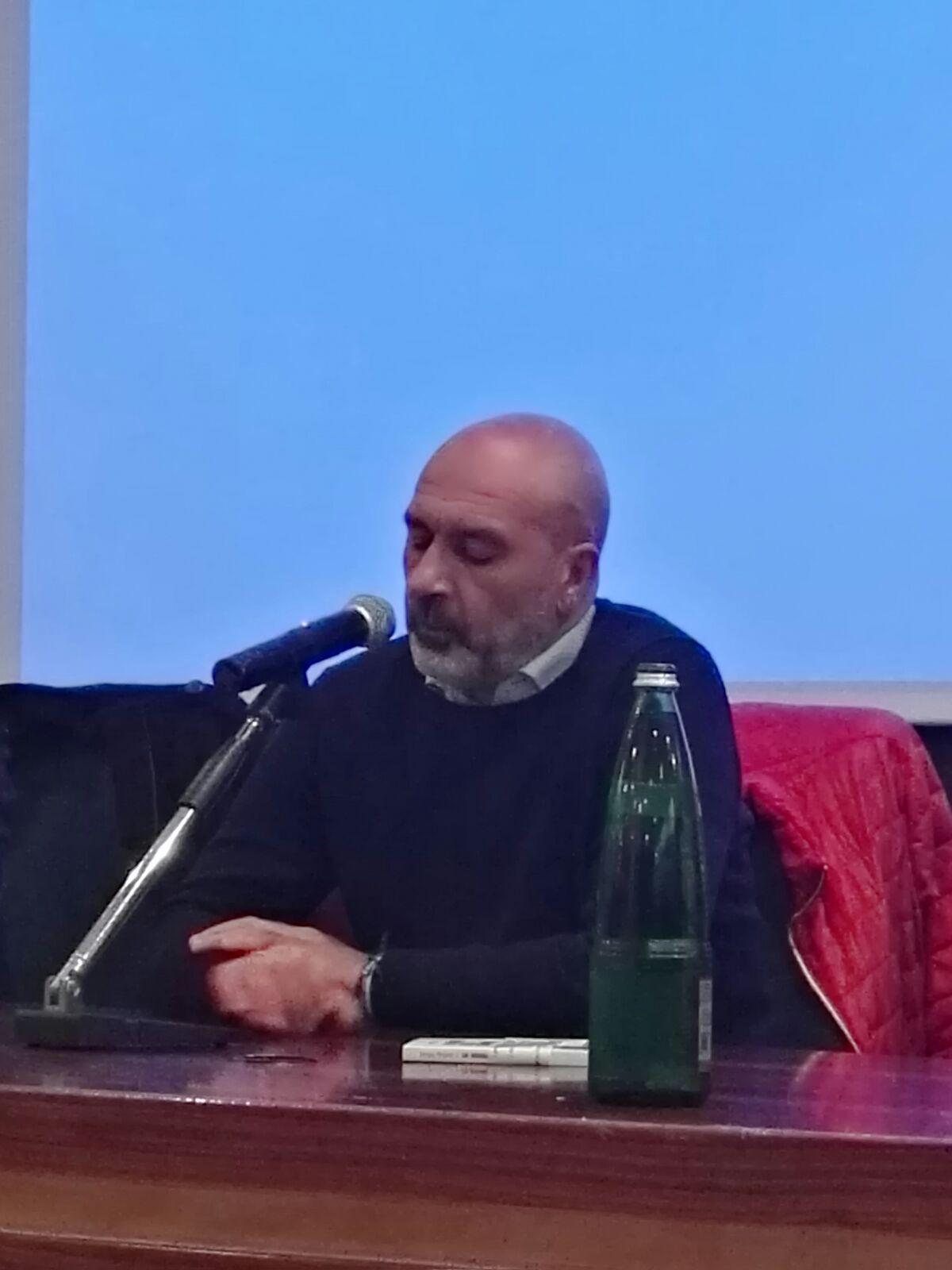 """Pirozzi a Viterbo: """"Mi candido, ma da uomo libero"""": pubblico numeroso alle Terme dei Papi per la presentazione del libro """"La scossa dello scarpone"""""""