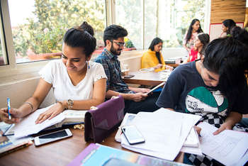 Il sogno degli studenti viterbesi, studiare all'estero