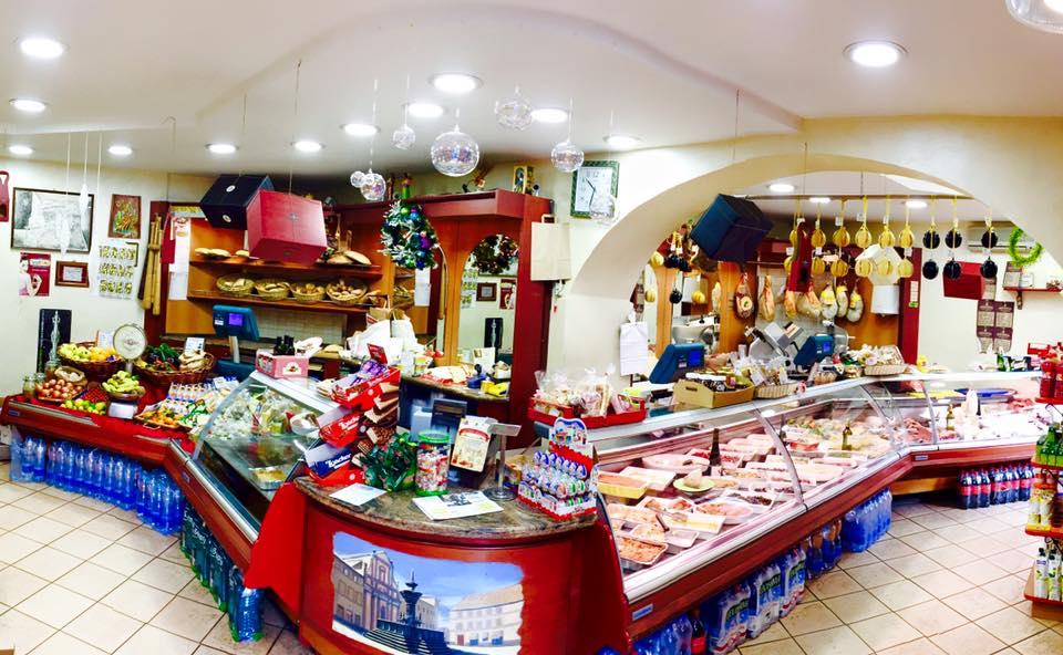 La Viterbo che resiste: i buoni vecchi sapori della salutare provincia da Gigi e Mena in Piazza Fontana Grande