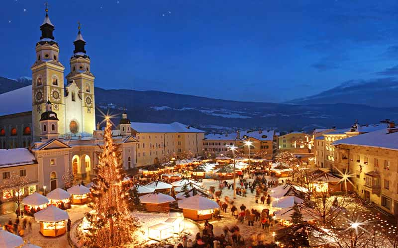 """Basta con i falsi miti, i villaggi natalizi ci sono ovunque, anche ad Orgosolo: la città poi va attentamente """"sonorizzata"""", non invasa dalla musica di sottofondo"""