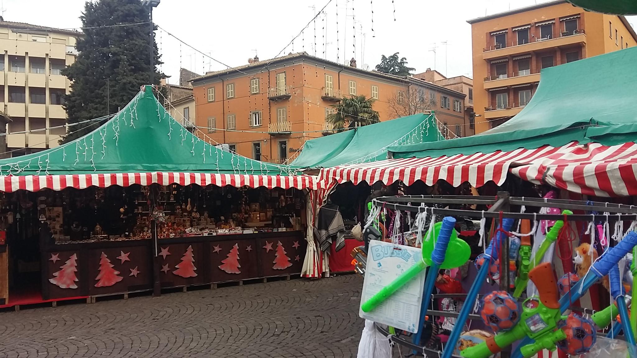 A Viterbo il Natale non arriva: cronaca di una città sempre più triste con i mercatini di Natale che neanche negli anni 40…