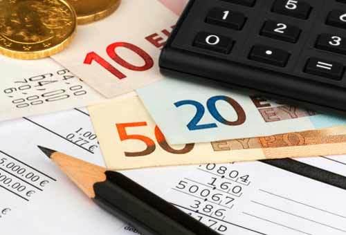 Trappole fiscali in arrivo, una stangata, 60  miliardi in 3 anni: aumento Iva fino al 25%