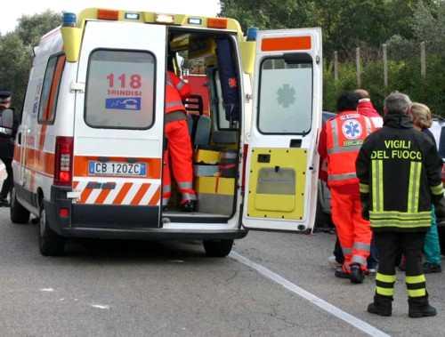 Frontale tra auto e furgone sulla Soriano- Chia: un ferito