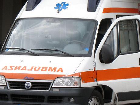 Strada provinciale Dogana, scontro tra tre auto: tre feriti, uno grave