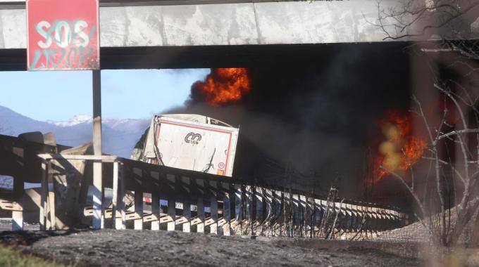 Si incendia autocisterna sulla A21,  sei vittime, tra cui due bambini