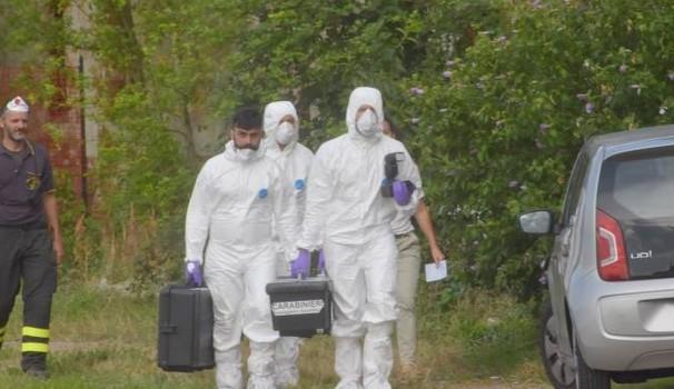 Donna trovata morta e imbavagliata in casa: indagano i Carabinieri