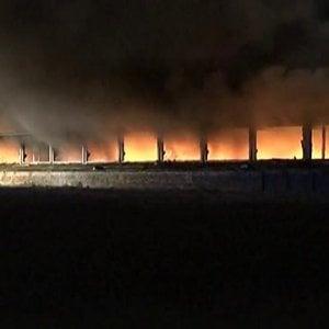 Brucia deposito in provincia di Pavia, sale l'allarme ambientale