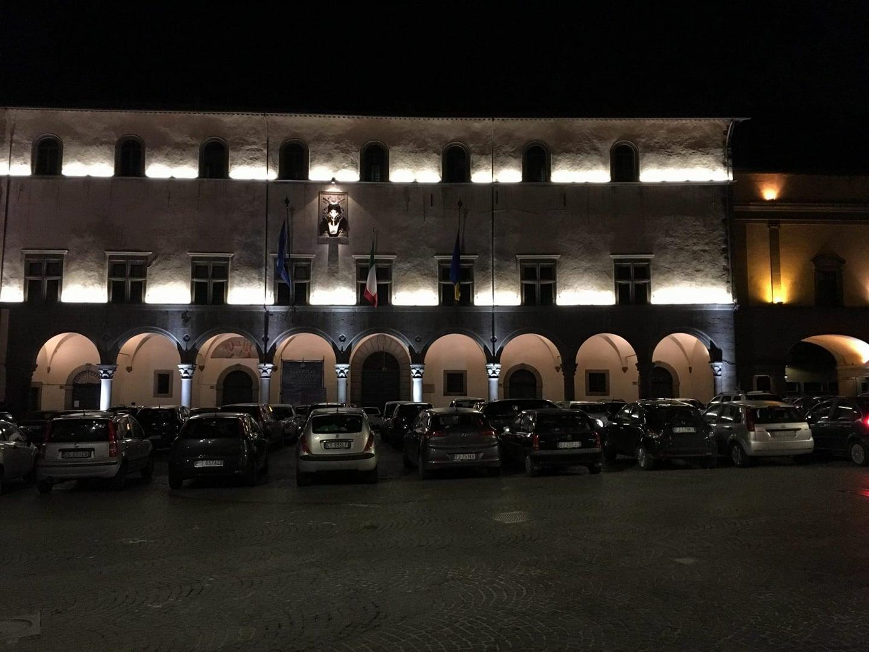 """Un sabato qualunque, un sabato viterbese: la dittatura becera degli """"automobilisti fuorilegge"""" che parcheggiano dove vogliono"""