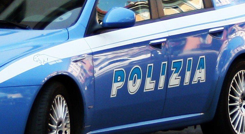 Latitante punta pistola carica contro la Polizia