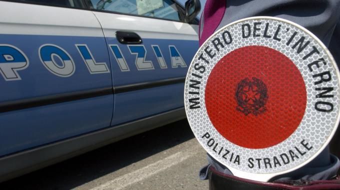 Autotreno contromano sulla bretella Civitavecchia-Porto, la polizia stradale di Tarquinia sventa un grande pericolo