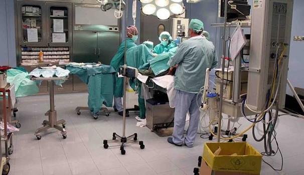 Neonato muore poche ore dopo il parto per una grave infezione