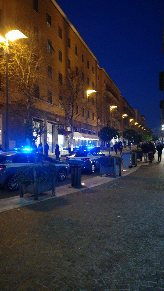 Paura a Piazza dei Caduti: rissa tra due extracomunitari, interviene la Polizia
