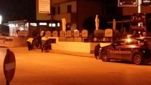 """""""Ho ucciso mia moglie"""", 47enne spara dal balcone sulla folla: quattro feriti lievi, ma è terrore a Caserta"""