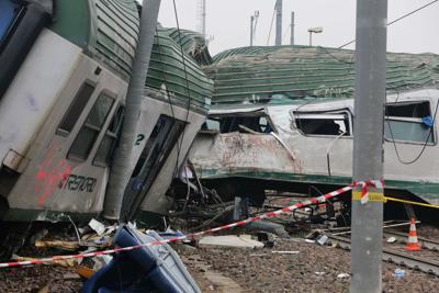 """Treno deragliato, il macchinista: """"Ho sentito una strana vibrazione, ma era troppo tardi per frenare"""""""