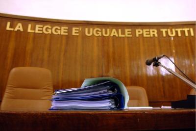Carabiniere prova il suicidio in Tribunale con un colpo di pistola