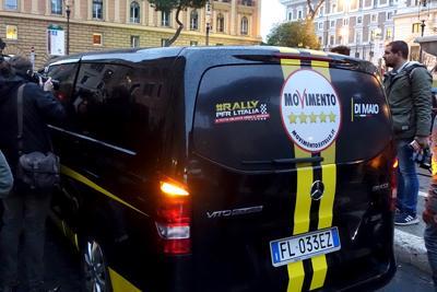 """M5s al Viminale, """"van nero"""" in sosta vietata: clamorosa gaffe dei pentastellati"""