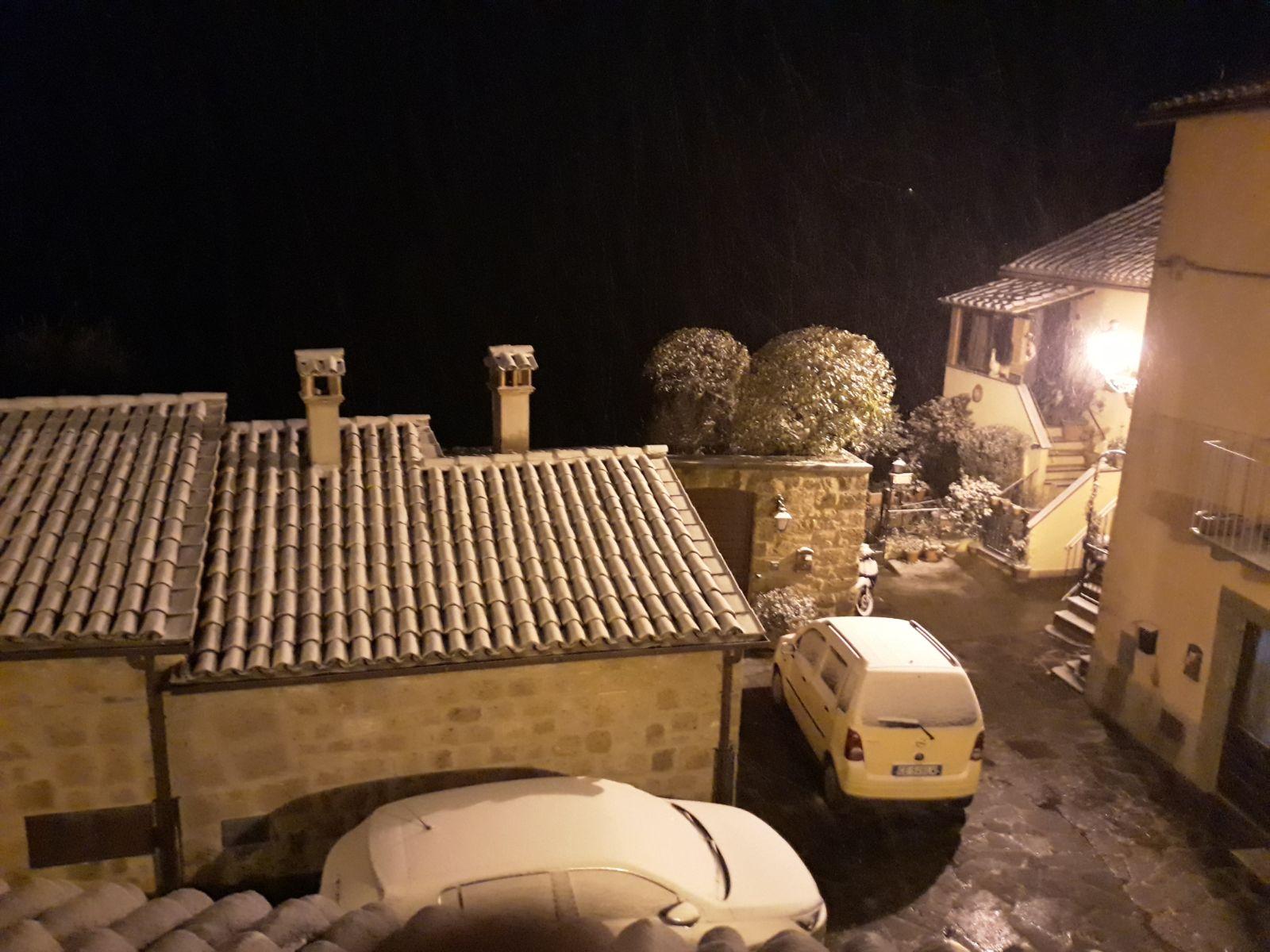 Tuscia, nevica su tutta la Teverina, ecco uno scorcio della fotogenica Bagnoregio