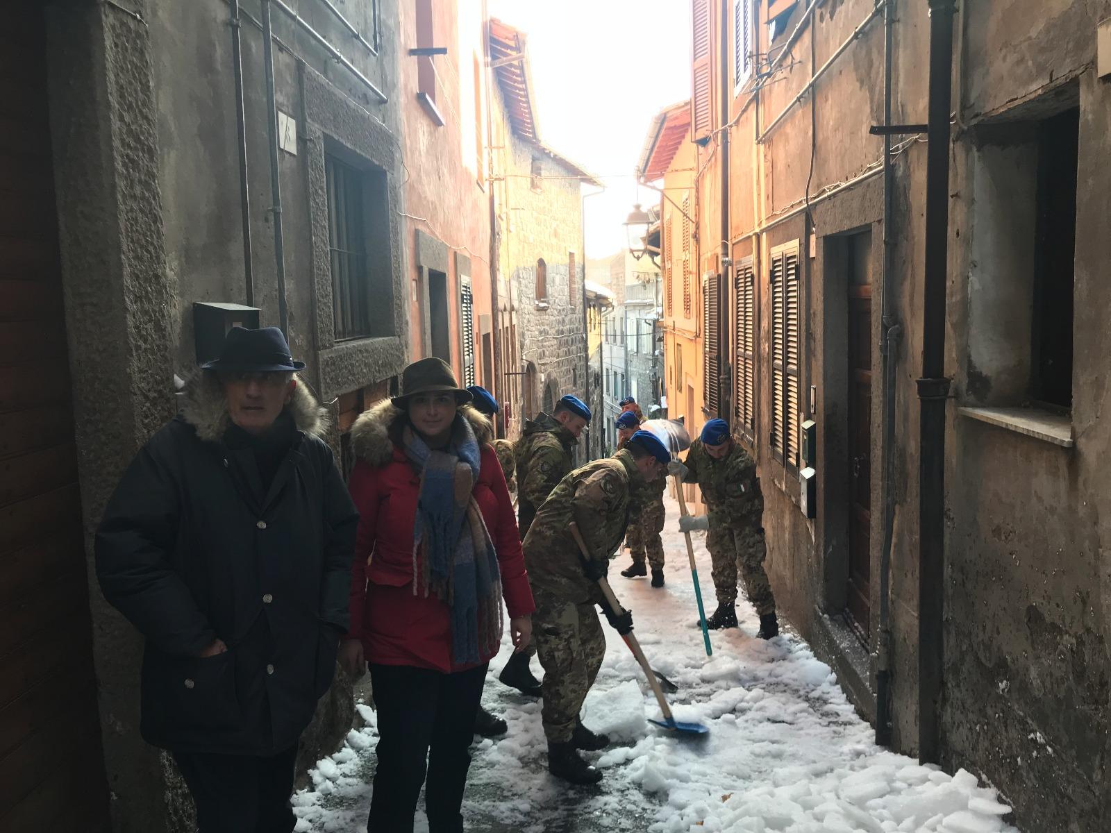 """Emergenza neve, sono arrivati i militari: il vicesindaco Ciambella: """"Viterbo non è Bolzano, lavoriamo e restiamo a disposizione di tutti"""""""