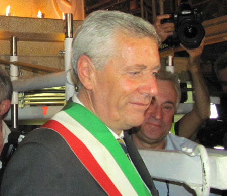 """La replica: il sindaco Michelini: """"La fascia tricolore la indosso come e quando voglio, ma non sono un presenzialista"""""""