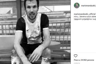 Tragedia in campo, calciatore  collassa e muore