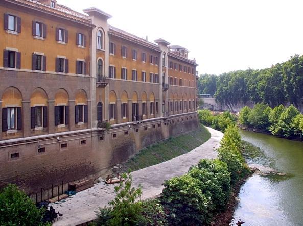Roma, la moglie partorisce, il marito disoccupato si suicida in ospedale