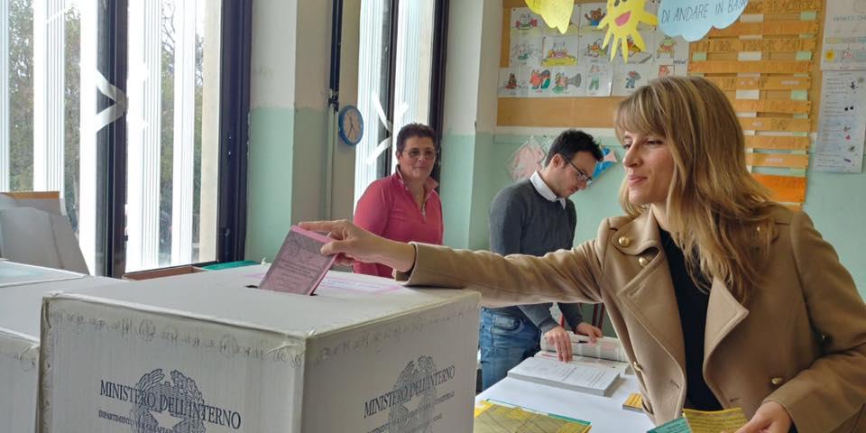 """Dopo il voto: """"Tutta colpa del Rosatellum"""",  la """"sorridente"""" polemica di  Elisa Galeani del M5s """"non eletta"""" con 53000 preferenze"""
