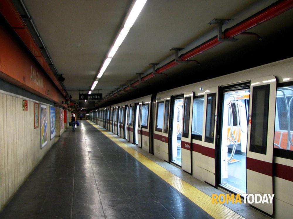 Roma, 50enne muore travolto da metro