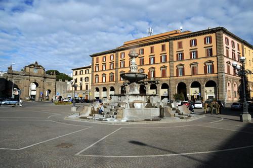 Le proposte di cittapaese.it, Viterbo, centro storico: ripartire dalla chiusura di Piazza della Rocca e Piazza del Comune per ritrovare l'orgoglio di città
