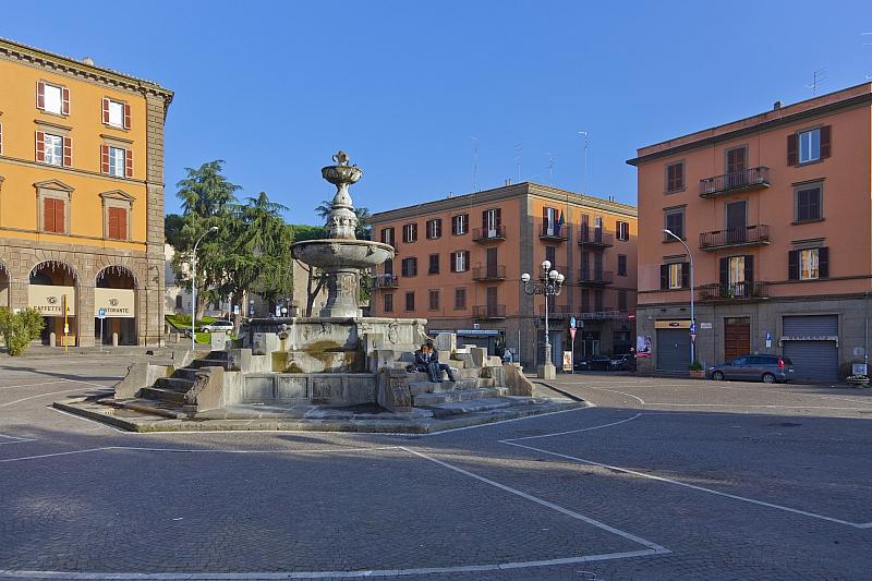 Le proposte di cittapaese.it: chiudiamola al traffico Piazza della Rocca, non ci vendiamo mutande e calzini per favore
