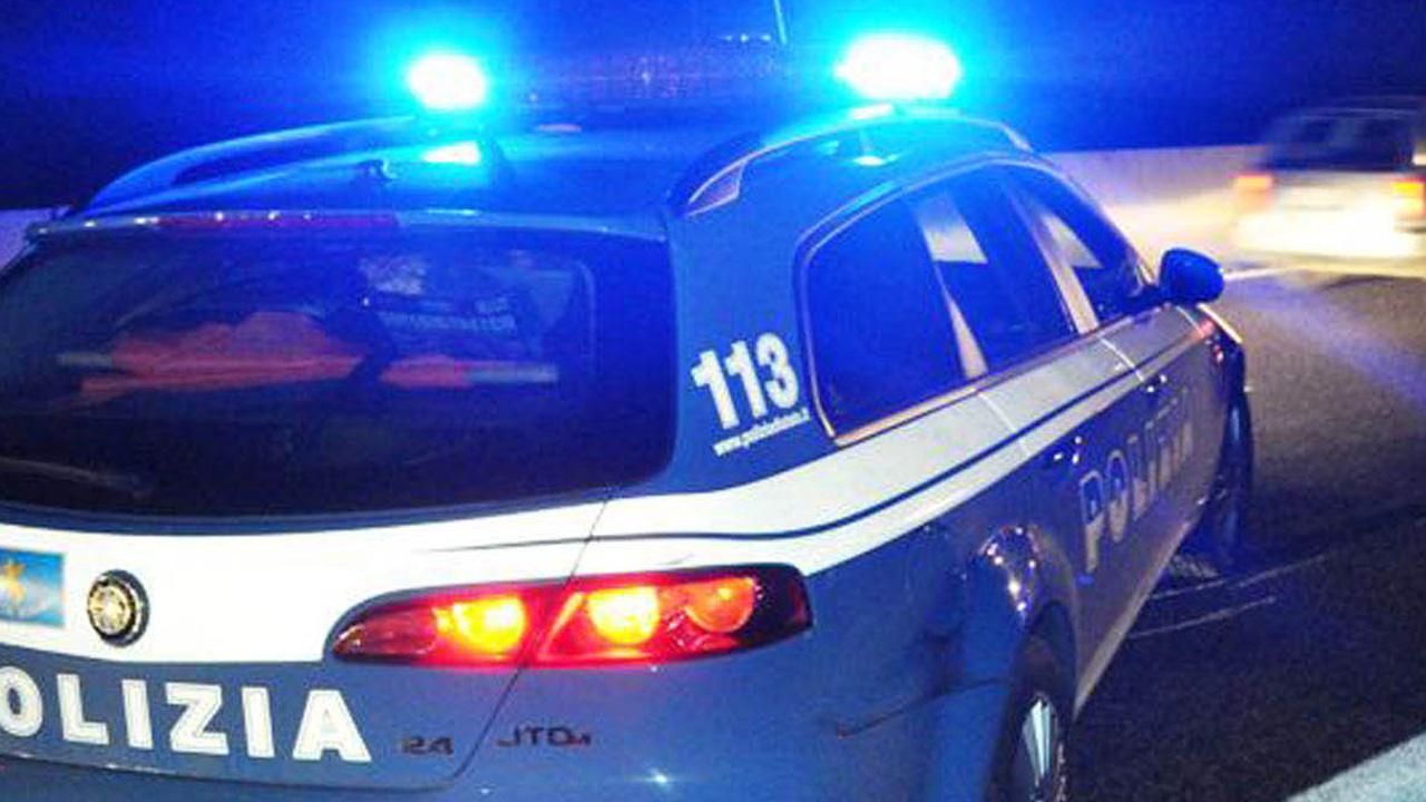 Roma violenta, spari nella notte contro le vetrine di due negozi, tre colpi centrano la finestra di un condominio