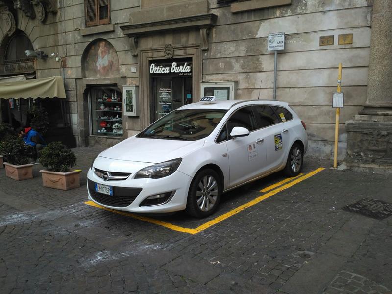 Trovare un taxi libero a Viterbo il sabato sera? Più facile vincere al lotto