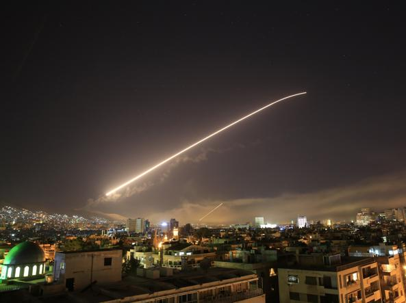 Stati Uniti, Gb e Francia attaccano la Siria