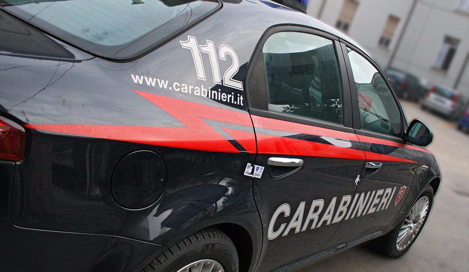 Viterbo, cerca di rubare l'incasso in una pizzeria, ma i carabinieri lo fermano e lo arrestano