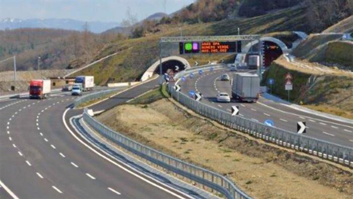 """Auto """"centra"""" furgone, due feriti gravi sulla superstrada Orte-Civitavecchia"""