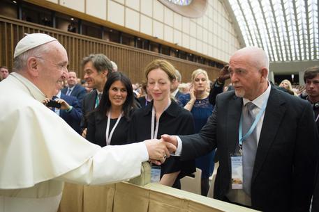 Papa Francesco saluta Peter Gabriel