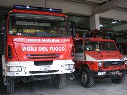 Crolla capannone, muore vigile del fuoco