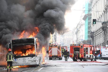 Bus in fiamme, paura a Roma