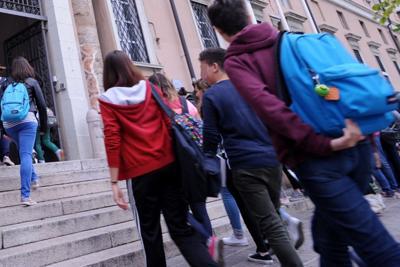 Alunna prende 4 in storia: i genitori aggrediscono la prof