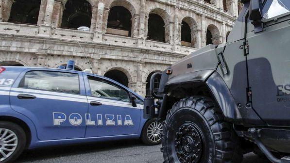 Rubato un furgoncino della raccolta rifiuti a Roma, scattano le ricerche
