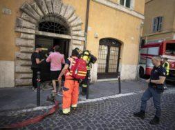 Incendio in palazzo Roma: stabile accanto a quello di Fico