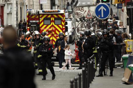 Presa d'ostaggi a Parigi, forze speciali sul posto