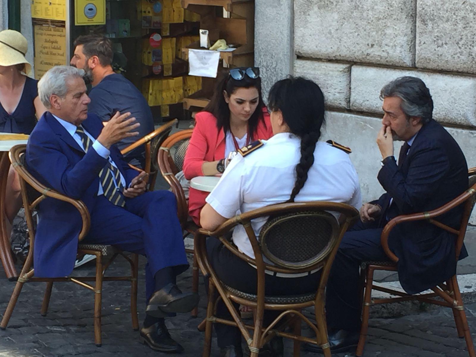 Incontri: Battistoni ed Arena ritratti a Sant'Eustachio (Roma) in un'afosa giornata di luglio… di cose da dirsi ne hanno tante