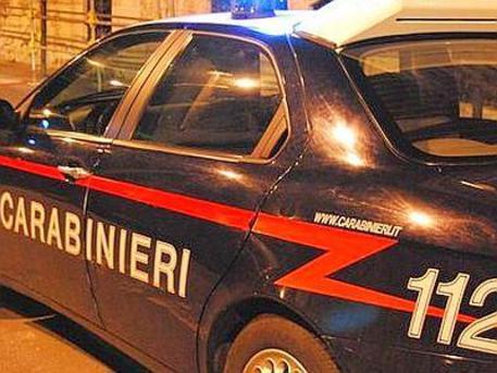Scopre moglie con prete, intervengono i carabinieri